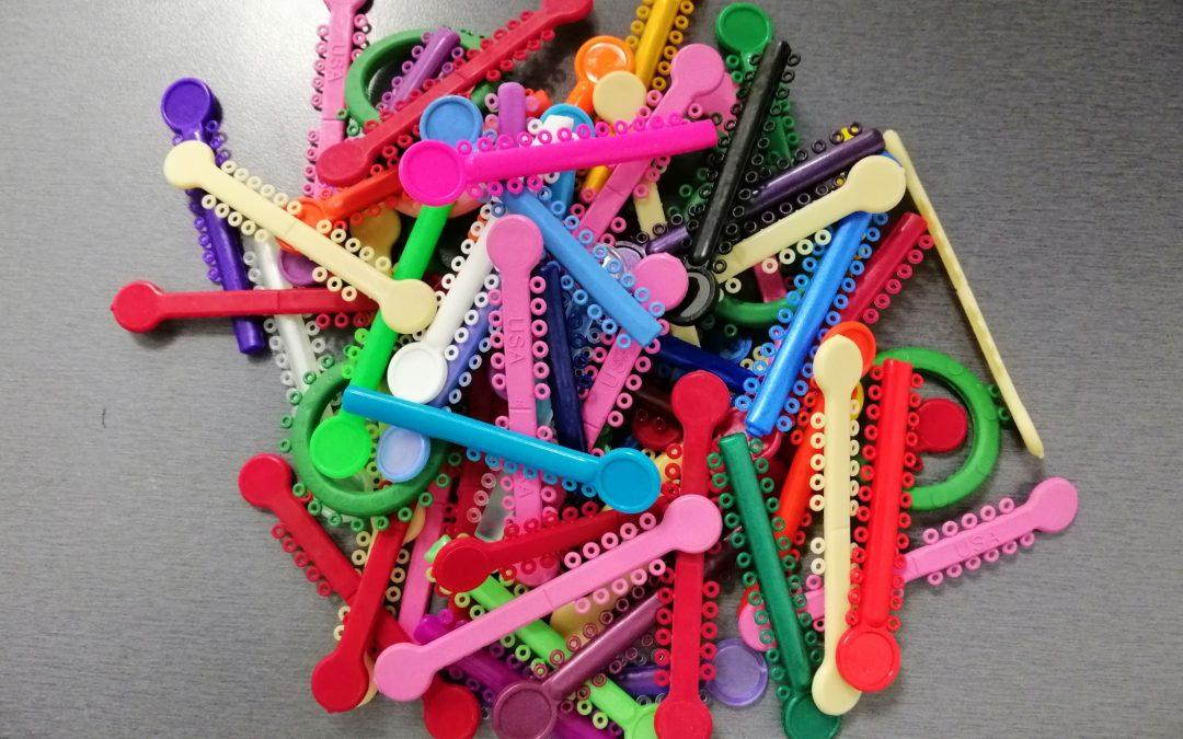 Brackets con gomas de colores en Alicante: haz tu ortodoncia divertida
