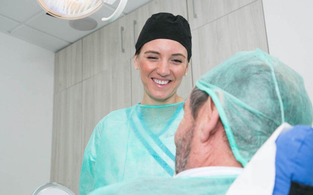 Prótesis fijas y prótesis removibles: ventajas e inconvenientes