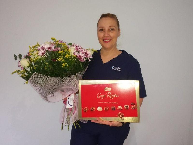 Nuestra compañera Elena, bodas de plata en Centros Odontológicos Romano
