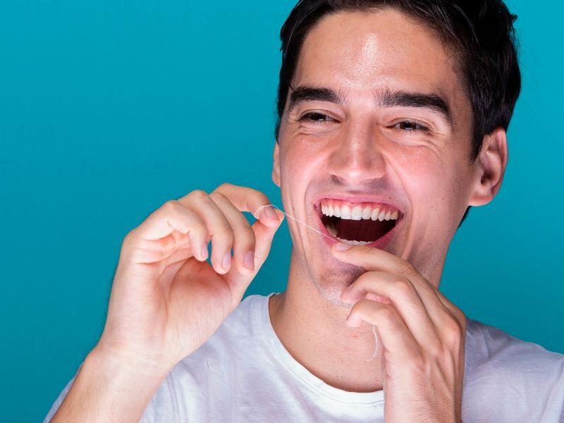 Hilo dental: para qué sirve y consejos para usarlo correctamente